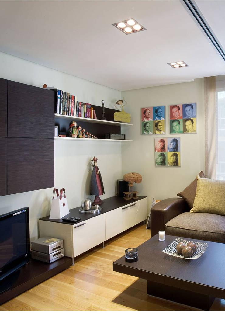 Sala de estar  por DISEÑO Y ARQUITECTURA INTERIOR