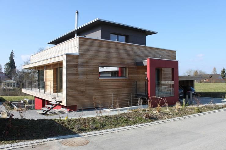 Neubau Einfamilienhaus als Passivhaus: moderne Häuser von ANB Architekten AG