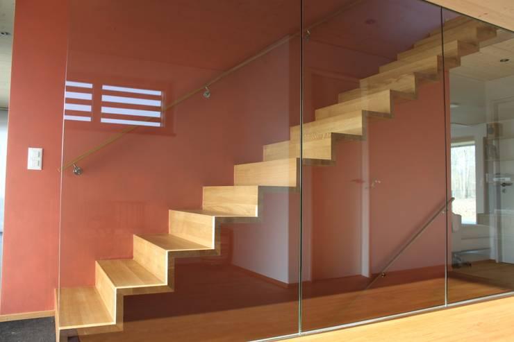 Neubau Einfamilienhaus als Passivhaus:  Flur & Diele von ANB Architekten AG