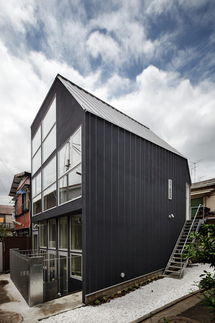 Triplex House: Yukinobu Toyama Architectsが手掛けた家です。