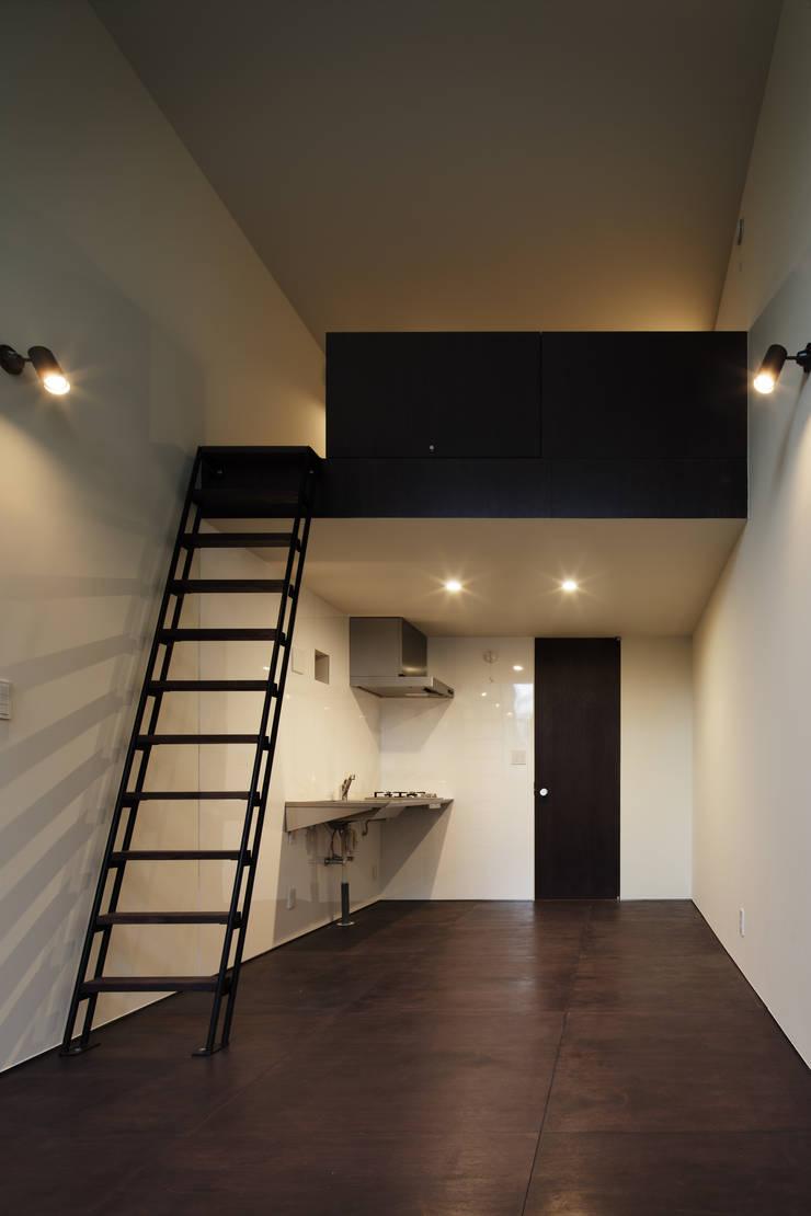 Triplex House: Yukinobu Toyama Architectsが手掛けたダイニングです。,ミニマル