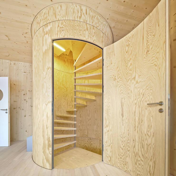 Einfamilienhaus Bout:  Flur & Diele von Madritsch*Pfurtscheller
