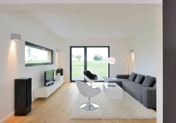 Living room by Bau-Fritz GmbH & Co. KG