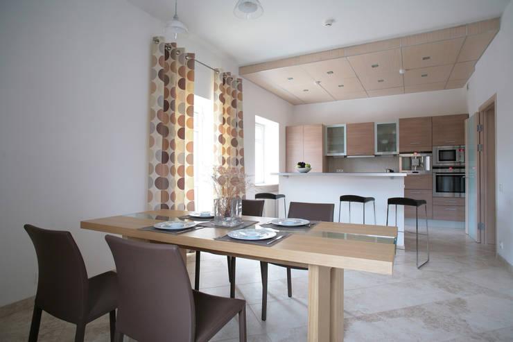 Вид из столовой в кухню: Кухни в . Автор – Inter-Decore