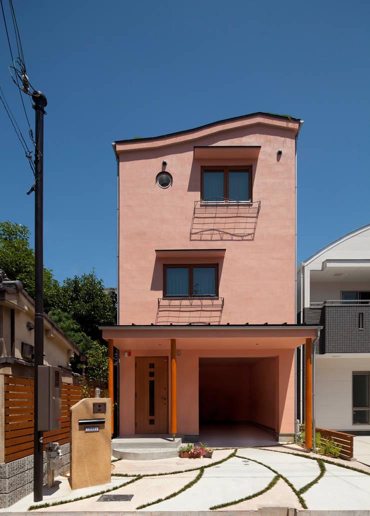 ダブルウエーブの家: 一級建築士事務所 YURI DESIGNが手掛けた商業空間です。,オリジナル