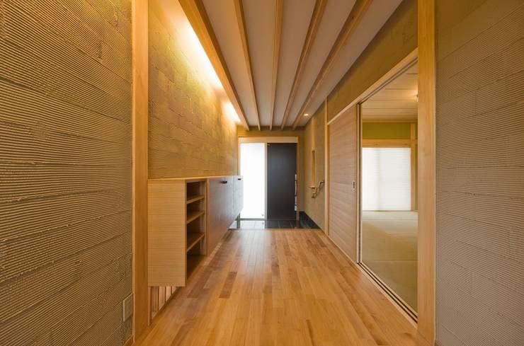 .: SA設計一級建築士事務所が手掛けた廊下 & 玄関です。,モダン