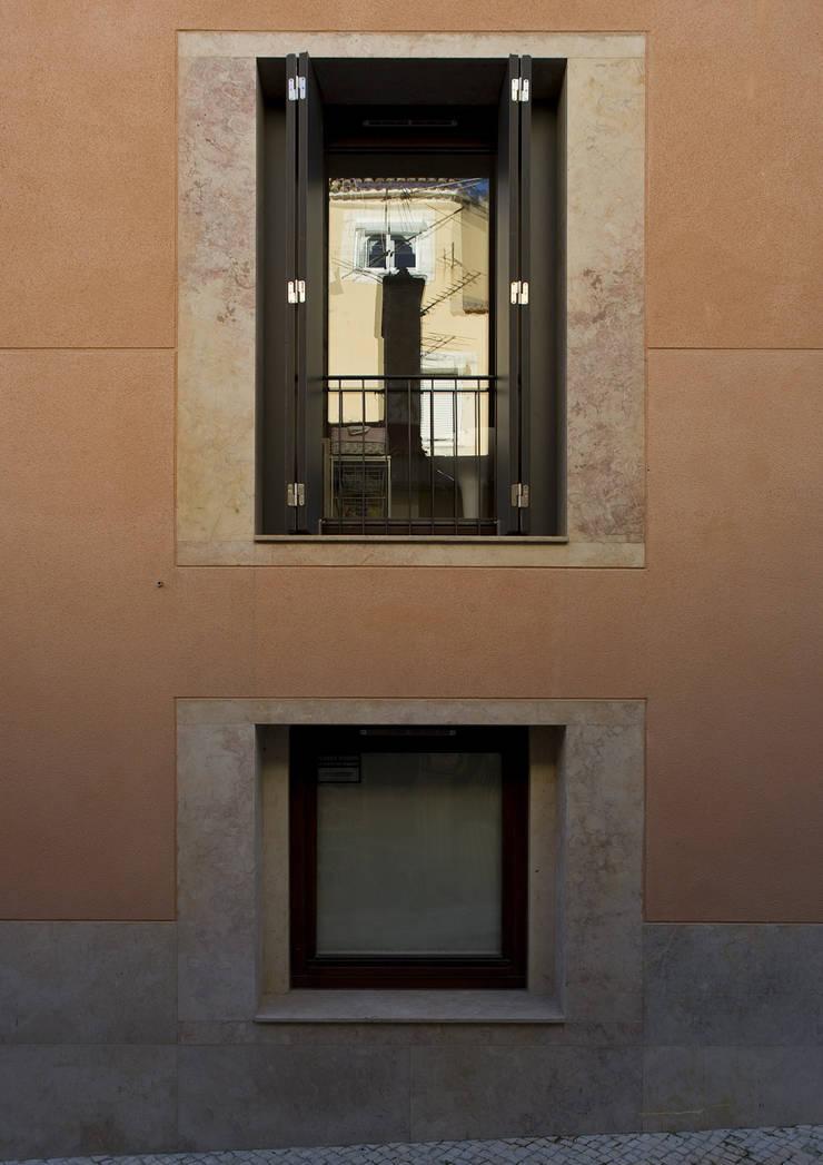 Condomínio da Vinha: Casas  por RRJ Arquitectos,Moderno