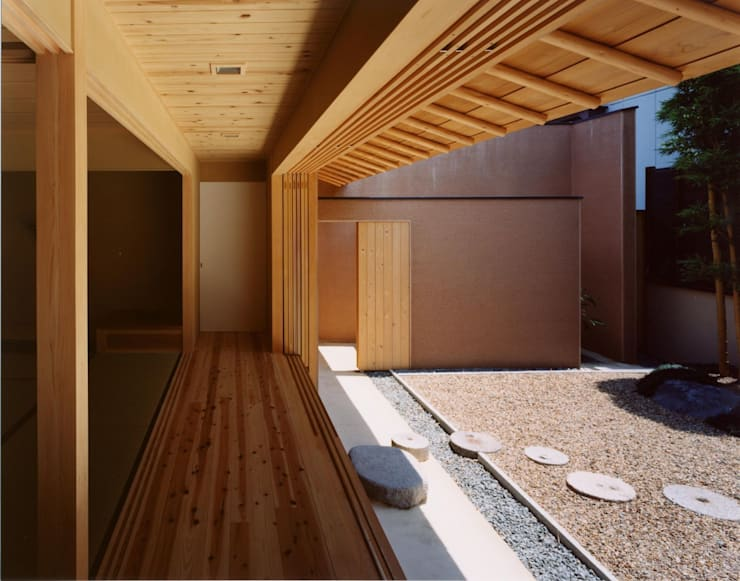 広縁: 建築工房なかしま一級建築士事務所(Nakasima-Architects-Workshop)が手掛けた庭です。