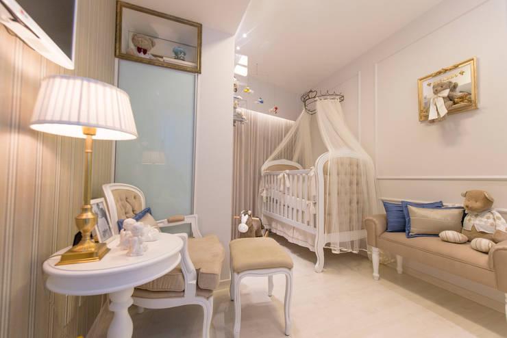 Dormitorios infantiles de estilo clásico de LM Arquitetura