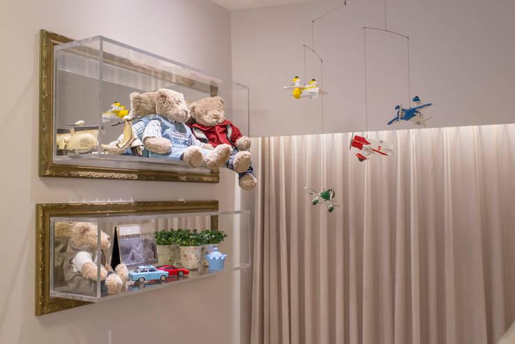 Quarto de bebê: Quarto de crianças  por LM Arquitetura