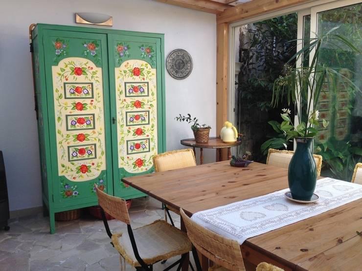 l'armadio fiorato: Giardino d'inverno in stile  di pazza d'arte