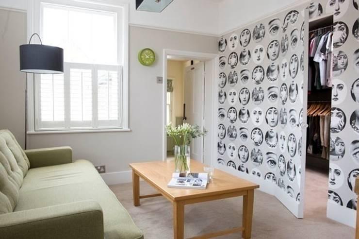 Salon de style de style Moderne par Etons of Bath