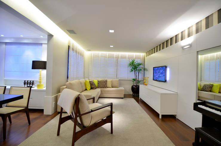 Sala de Estar | TV: Salas de estar  por Stúdio Márcio Verza