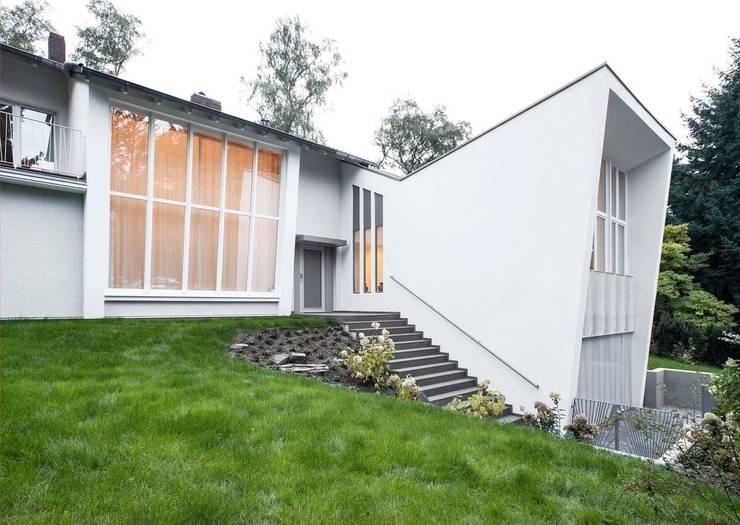 Gartenvilla Bergisch-Gladbach:  Häuser von Bachmann Badie Architekten