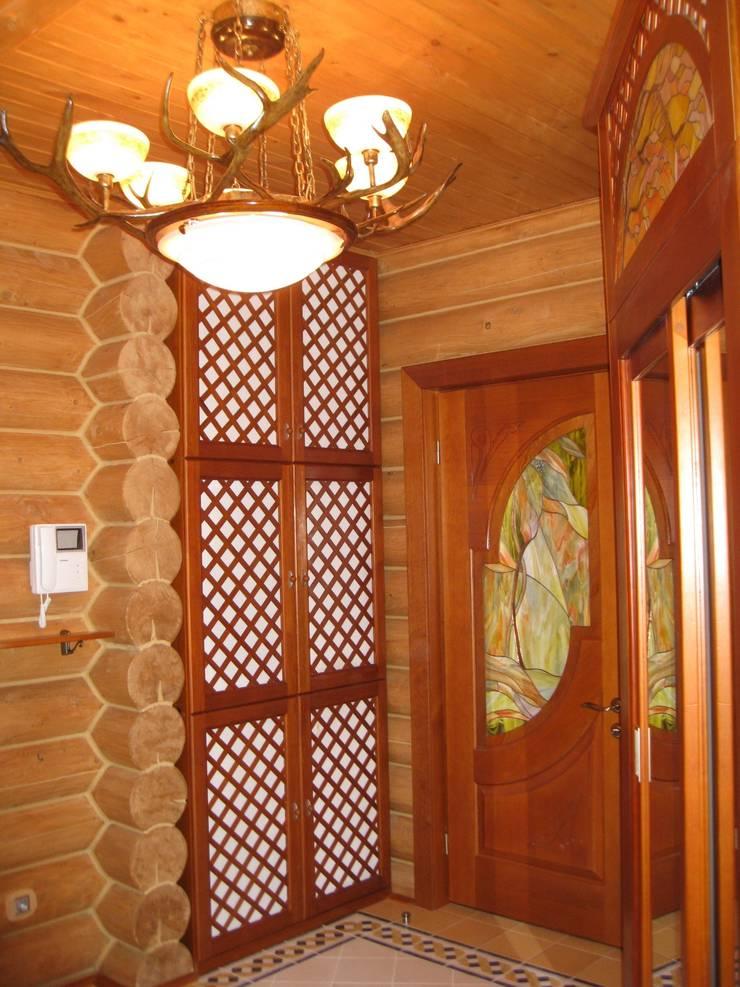 Холл-прихожая: Коридор и прихожая в . Автор – Архитектурная студия 'Солнечный дом'