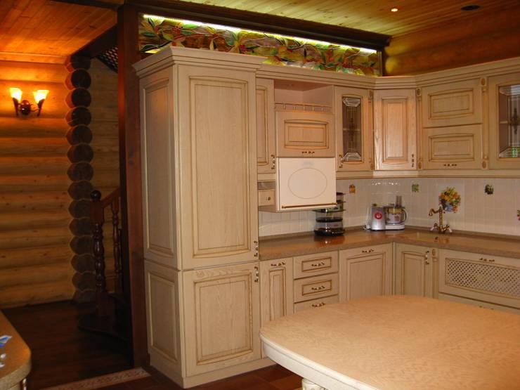Кухня-столовая: Кухни в . Автор – Архитектурная студия 'Солнечный дом'