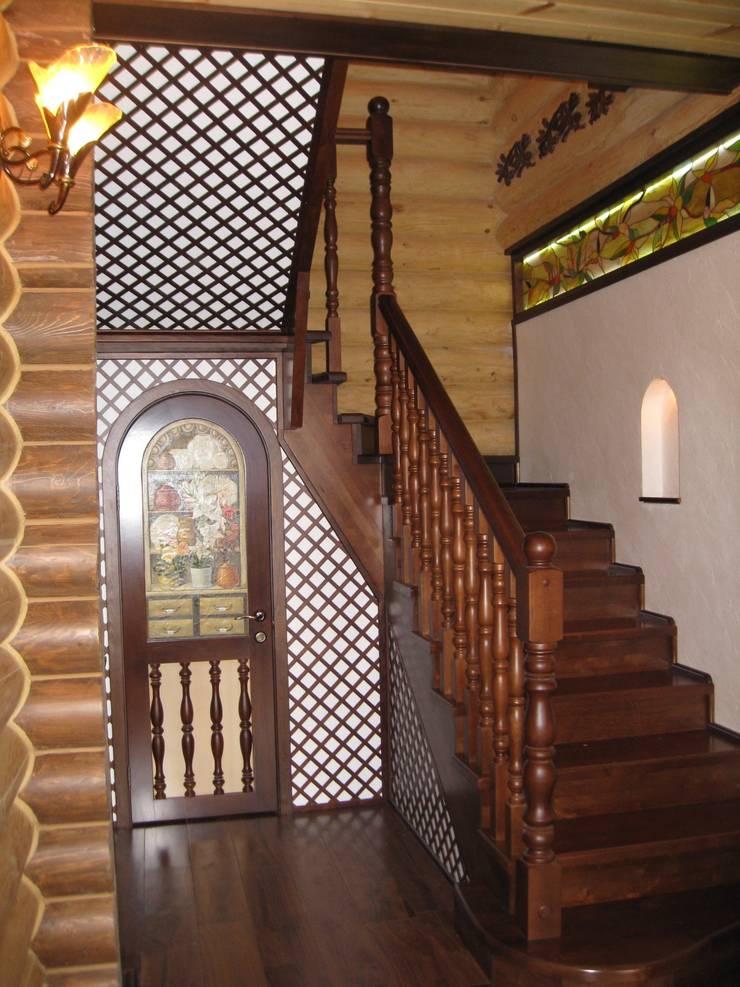 За нарисованным буфетом скрывается дверь в подвал: Коридор и прихожая в . Автор – Архитектурная студия 'Солнечный дом'