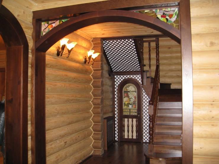 Лестница: Коридор и прихожая в . Автор – Архитектурная студия 'Солнечный дом'