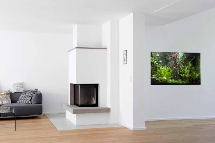 Gartenvilla Bergisch-Gladbach: moderne Wohnzimmer von Bachmann Badie Architekten