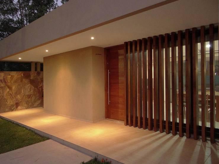 Casas de estilo moderno por D'ODORICO OFICINA DE ARQUITECTURA