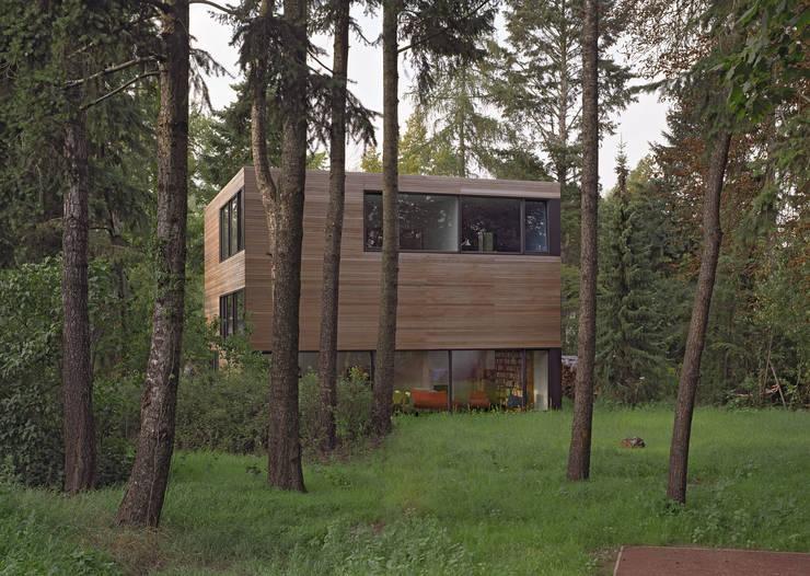 Projekty, minimalistyczne Domy zaprojektowane przez Helm Westhaus Architekten