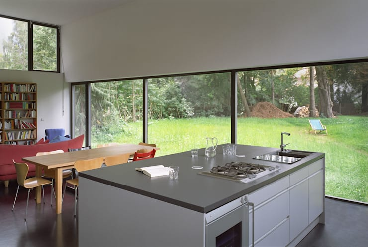 Projekty,  Salon zaprojektowane przez Helm Westhaus Architekten