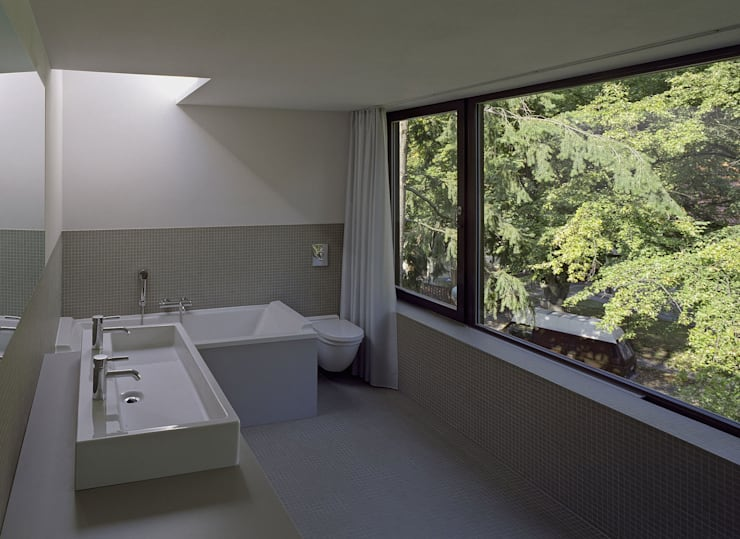 Helm Westhaus Architekten: minimal tarz tarz Banyo