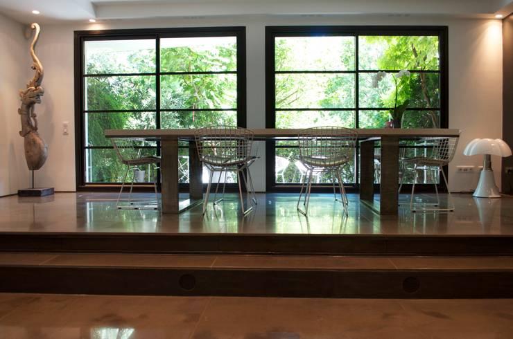Volume-design: Salle à manger de style de style Moderne par volume