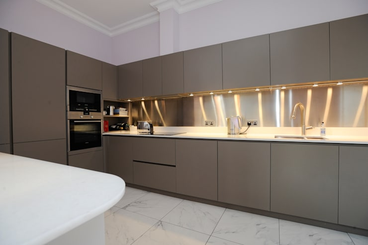 Cocinas de estilo moderno por NSI DESIGN LTD