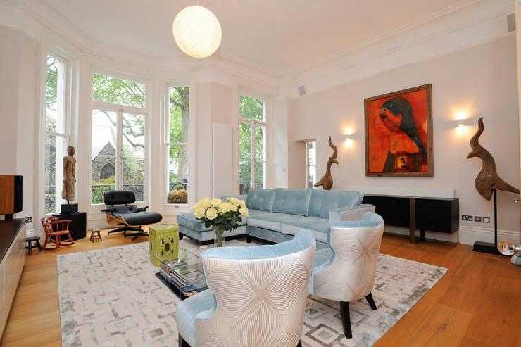Reception: modern Living room by NSI DESIGN LTD