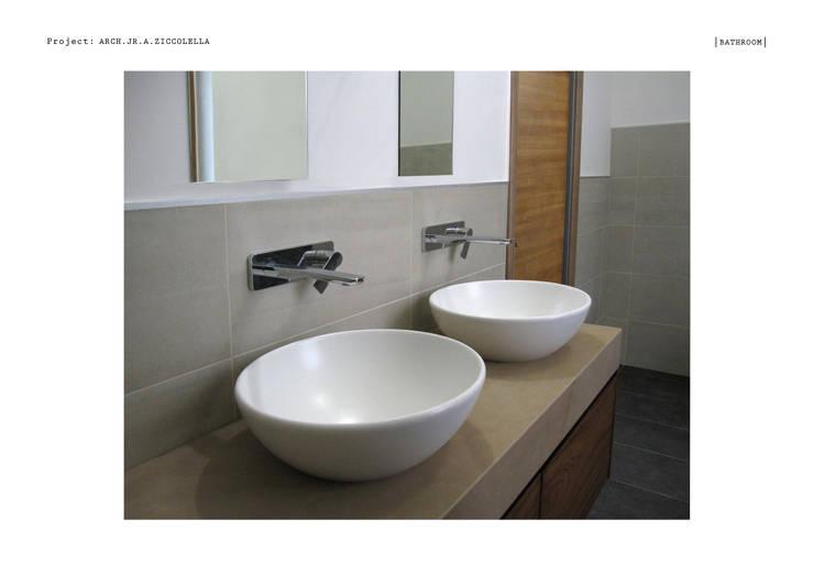 Salle de bain: Salle de bain de style de style Moderne par A.zetaDESIGN