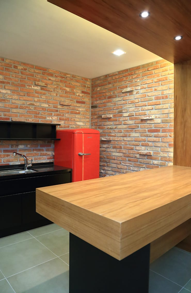지하의 주방가구: OUA 오유에이의  다이닝 룸