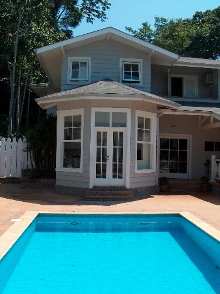 Fachada lateral: Casas  por Ronald Ingber Arquitetura