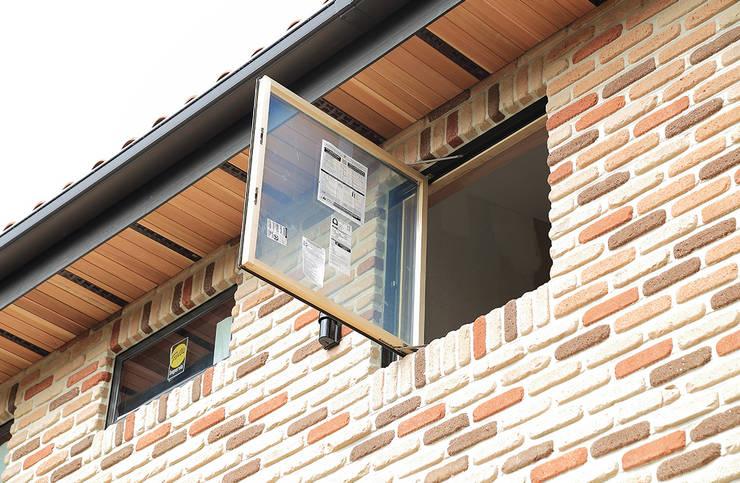 2층 마스터룸 창: OUA 오유에이의  창문