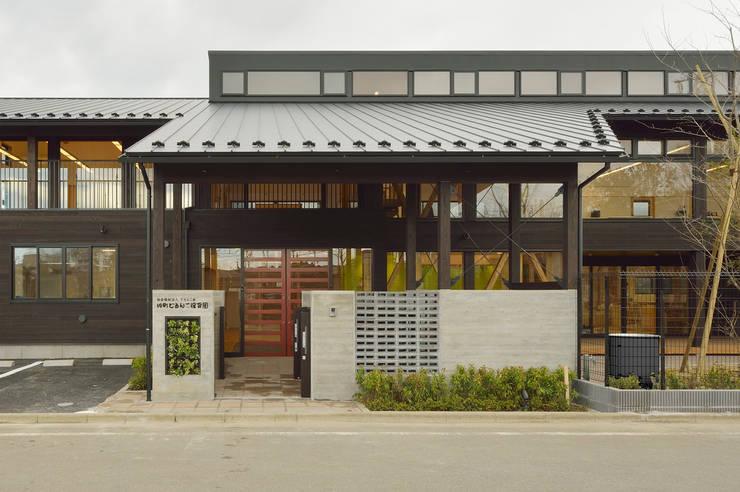 民家調の保育園(外観正面) アジア風学校 の ユニップデザイン株式会社 一級建築士事務所 和風