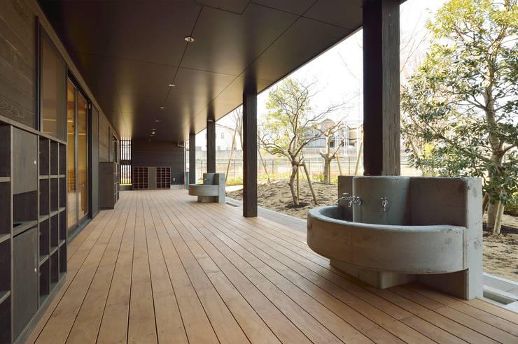 保育園(縁側スペース) アジア風学校 の ユニップデザイン株式会社 一級建築士事務所 和風