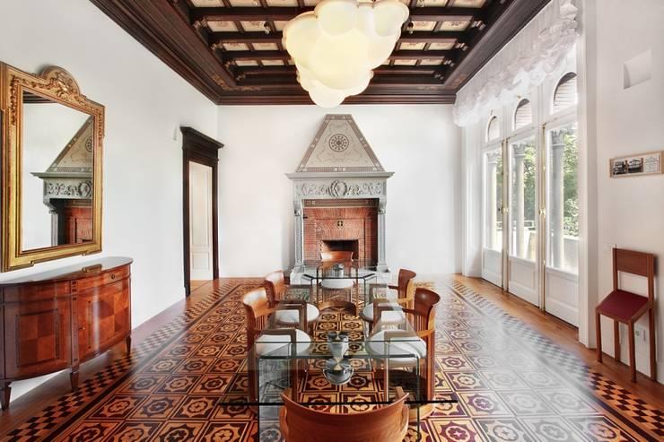 Appartamento Via Elba - Milano: Sala da pranzo in stile in stile Classico di PADI Costruzioni srl