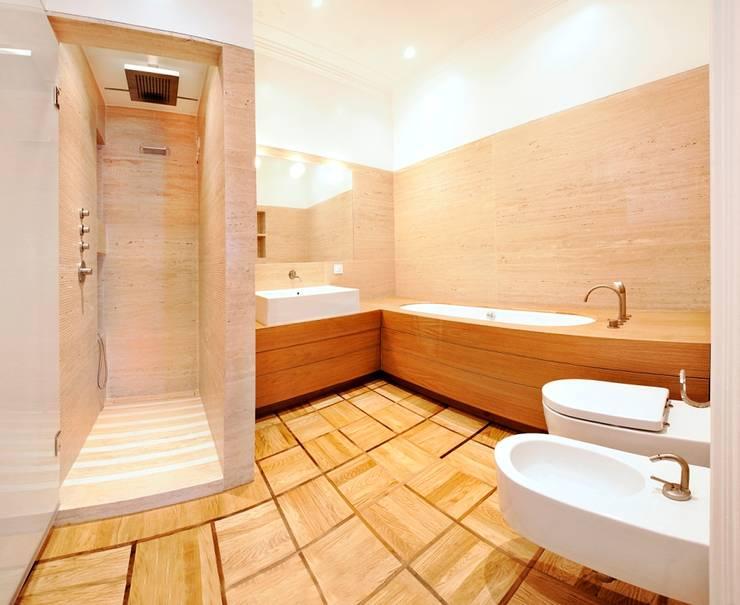 Appartamento Via Elba - Milano: Bagno in stile in stile classico di PADI Costruzioni srl