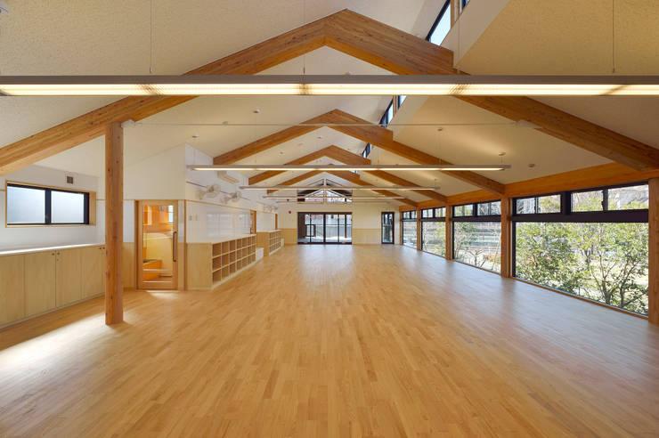 見晴らしの良い2階保育室 アジア風学校 の ユニップデザイン株式会社 一級建築士事務所 和風