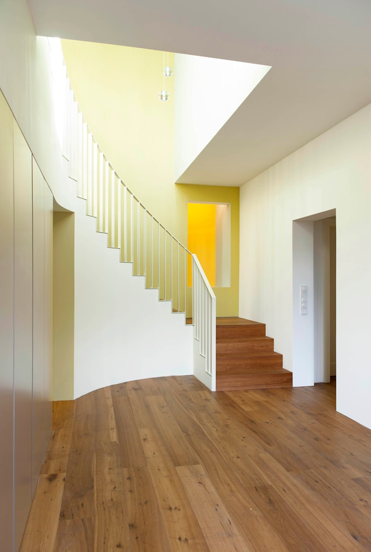 Corridor & hallway by Bachmann Badie Architekten, Modern