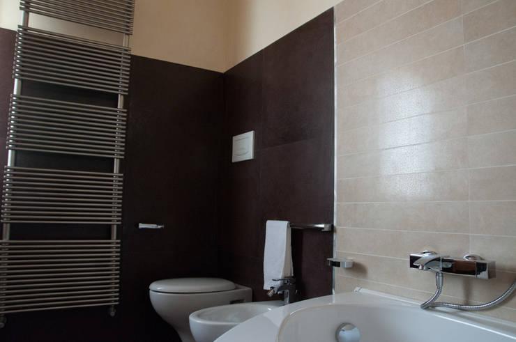 Casa R&R: Bagno in stile in stile classico di SOGEDI costruzioni