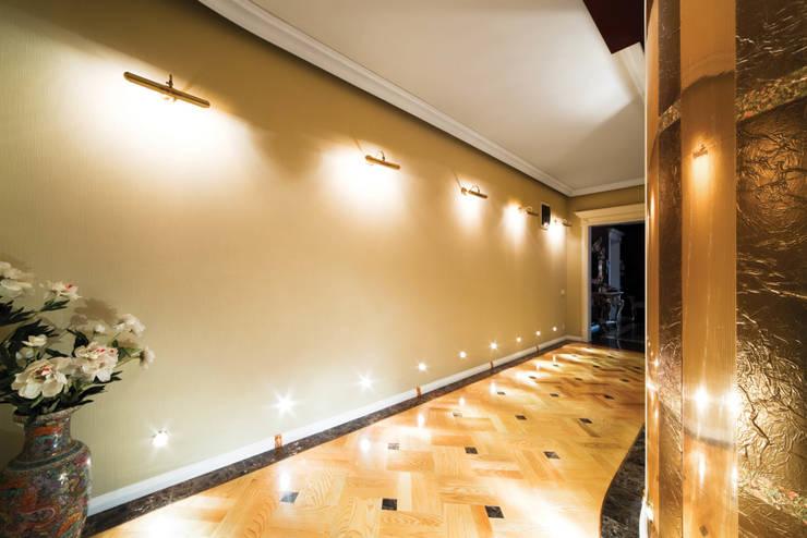 İREM ELEKTRİK DIŞ TİC LTD ŞTİ – İrem Elektrik:  tarz Koridor, Hol & Merdivenler