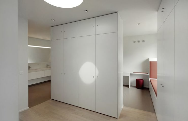 Dressing room by Dominic Schmid Architektur