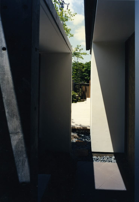 東福寺の家: 株式会社 坂田基禎建築研究所が手掛けた庭です。