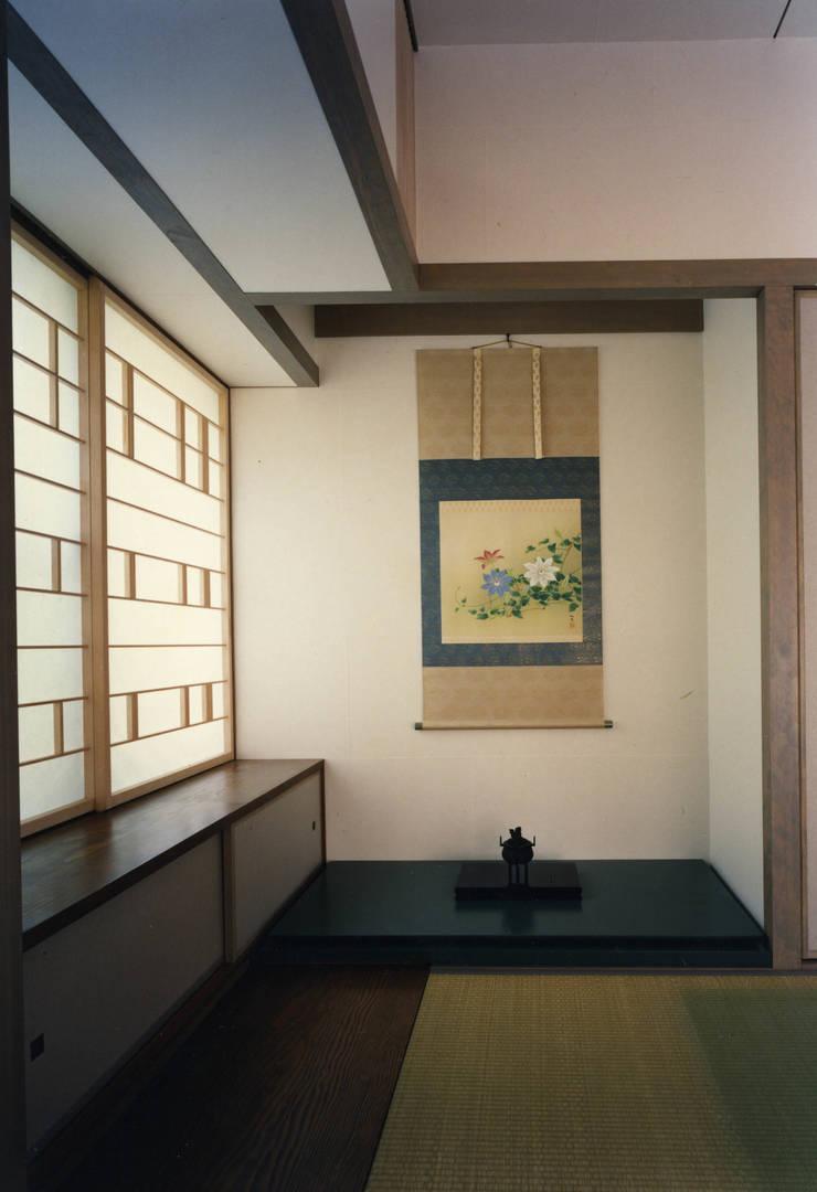 東福寺の家: 株式会社 坂田基禎建築研究所が手掛けた寝室です。