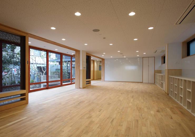 1階保育室: ユニップデザイン株式会社 一級建築士事務所が手掛けた学校です。,