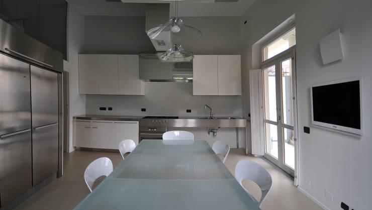 CASA FA, Caserta 2010: Cucina in stile in stile Moderno di x-studio