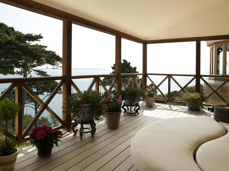 La Belle Vue:  Terrace by CCD Architects