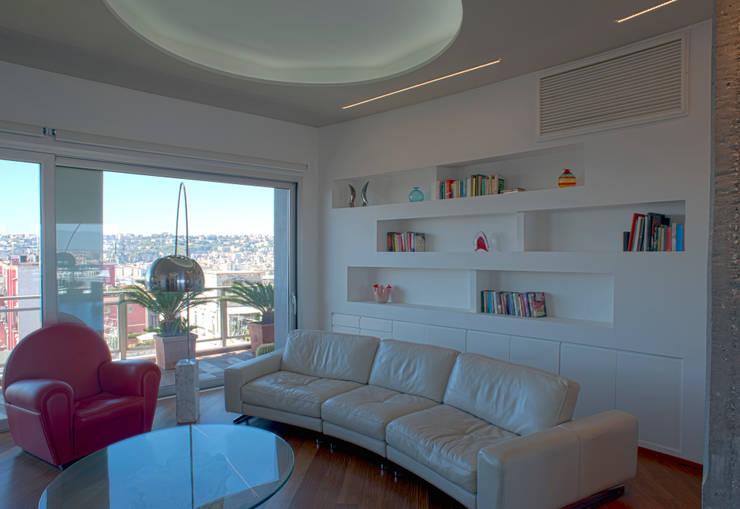 CASA DN, Napoli 2012: Soggiorno in stile in stile Moderno di x-studio
