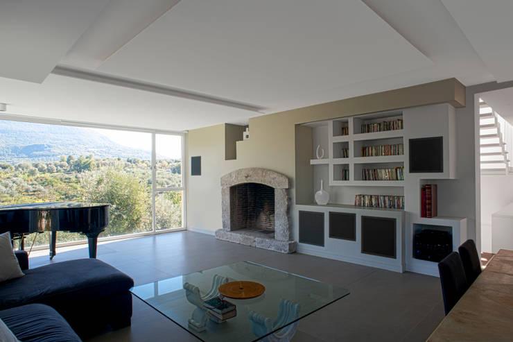 CASA MP, Melizzano(CE) 2012: Soggiorno in stile in stile Moderno di x-studio